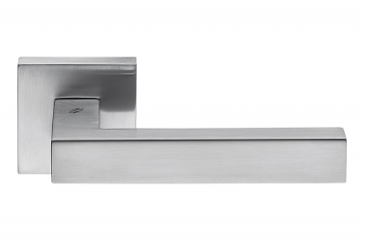 Ellesse Satin Chrome Door Handle on Rosette With Minimalist Shape by Colombo Design