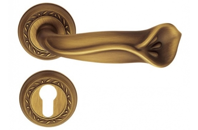 Princess Classique Pasini Brass Door Handle with Rosette and Escutcheon Plate