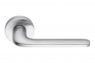Roboquattro Satin Chrome Door Handle on Rosette Fashion and Trendy by Colombo Design