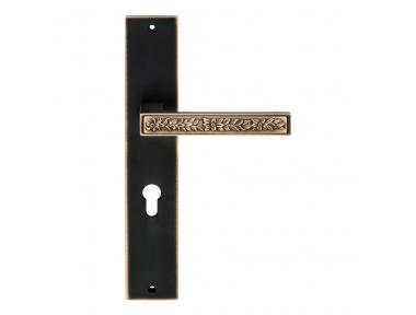 Zen Fusion Door Handle on Plate With Optional SmartBlock Invisible Intrusion Detection System Linea Calì Design